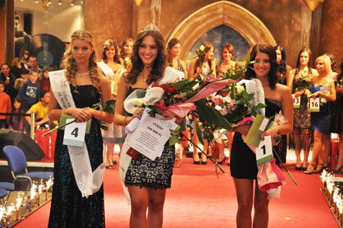 A verseny után a világ első huszárszállodájában, a Hotel Óbesterben ünnepeltek a támogatók és a versenyzők, akiket ezúton is köszönet illet meg!!!